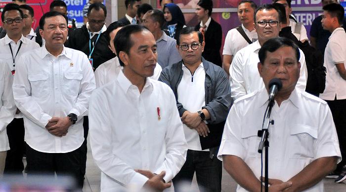 Jokowi dan Prabowo Bertemu di MRT, Tidak Ada Lagi Cebong-Kampret