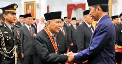 HUT RI ke 74: Presiden Pimpin Penganugerahan Gelar Tanda Kehormatan