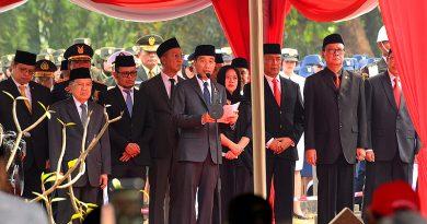 BJ Habibie Dimakamkan Secara Militer di TMP Kalibata Jakarta