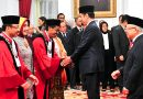 Suhartoyo dan Daniel Yusmic Pancastaki Disumpah Jadi Hakim Konstitusi