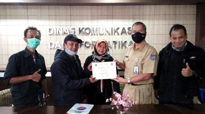 Sukses Gelar Pra UKW, PWOIN Kota Depok Beri Penghargaan untuk Kadiskominfo