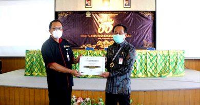 Kadis Kominfos Bali Gde Pramana Terima Engineering Award Fakultas Teknik Universitas Udayana