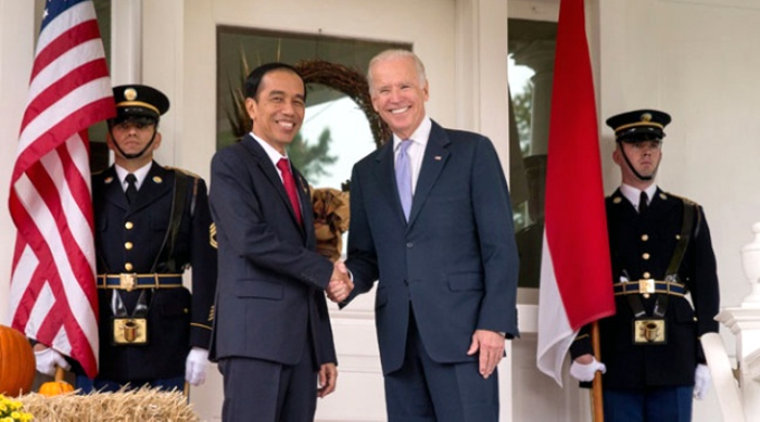Resmi Dilantik, Presiden Biden Bersumpah Akhiri 'Perang Tak Beradab' di AS