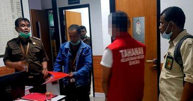 Penyidik KLHK Serahkan Tersangka Perdagangan Kayu Ilegal Asal Ambon ke Kejari Sikka