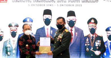 Gubernur Koster Serahkan Sertifikat Tanah Hibah untuk Perumahan Prajurit TNI AD
